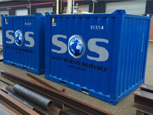 montering af dekaler på container